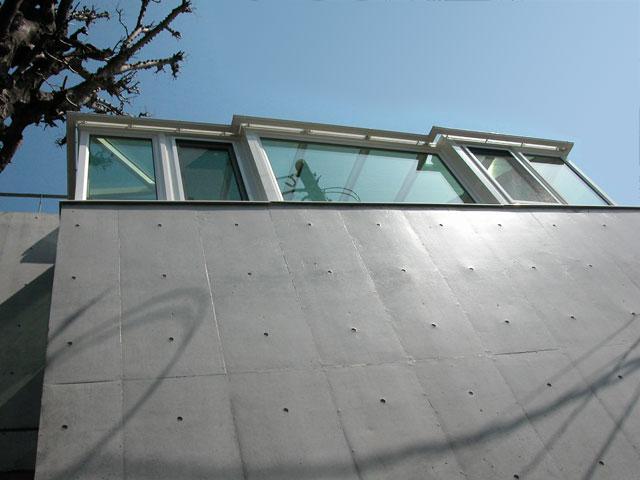 2階のベランダに悠Uサンルームを施工。自由設計プランでベランダを有効活用。