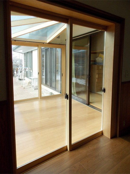 既存建物の廊下と悠Uサンルームの床高を同じにしました。(長野県Y様邸)