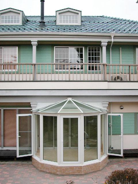 洋風住宅に調和する悠Uサンルーム2