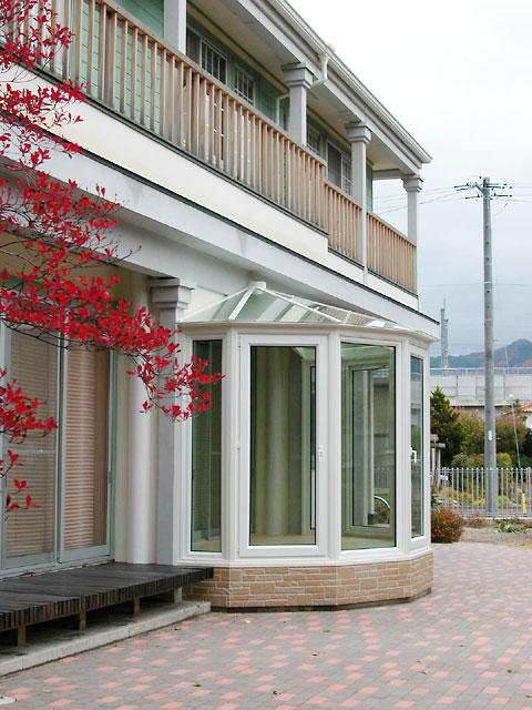 洋風住宅に調和する悠Uサンルーム3