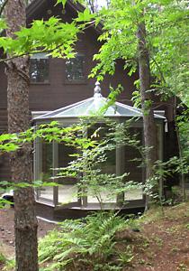森の自然と調和した悠Uサンルーム(外観2)